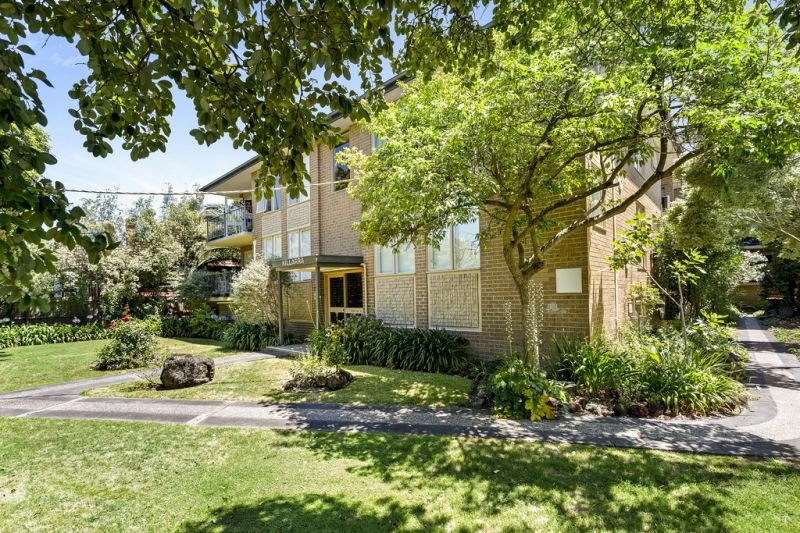 Space and privacy in leafy Kew location