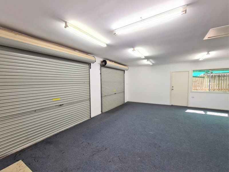 HIGHLY EXPOSED FREESTANDING SHOWROOM/ OFFICE WITH 12* CAR PARKS