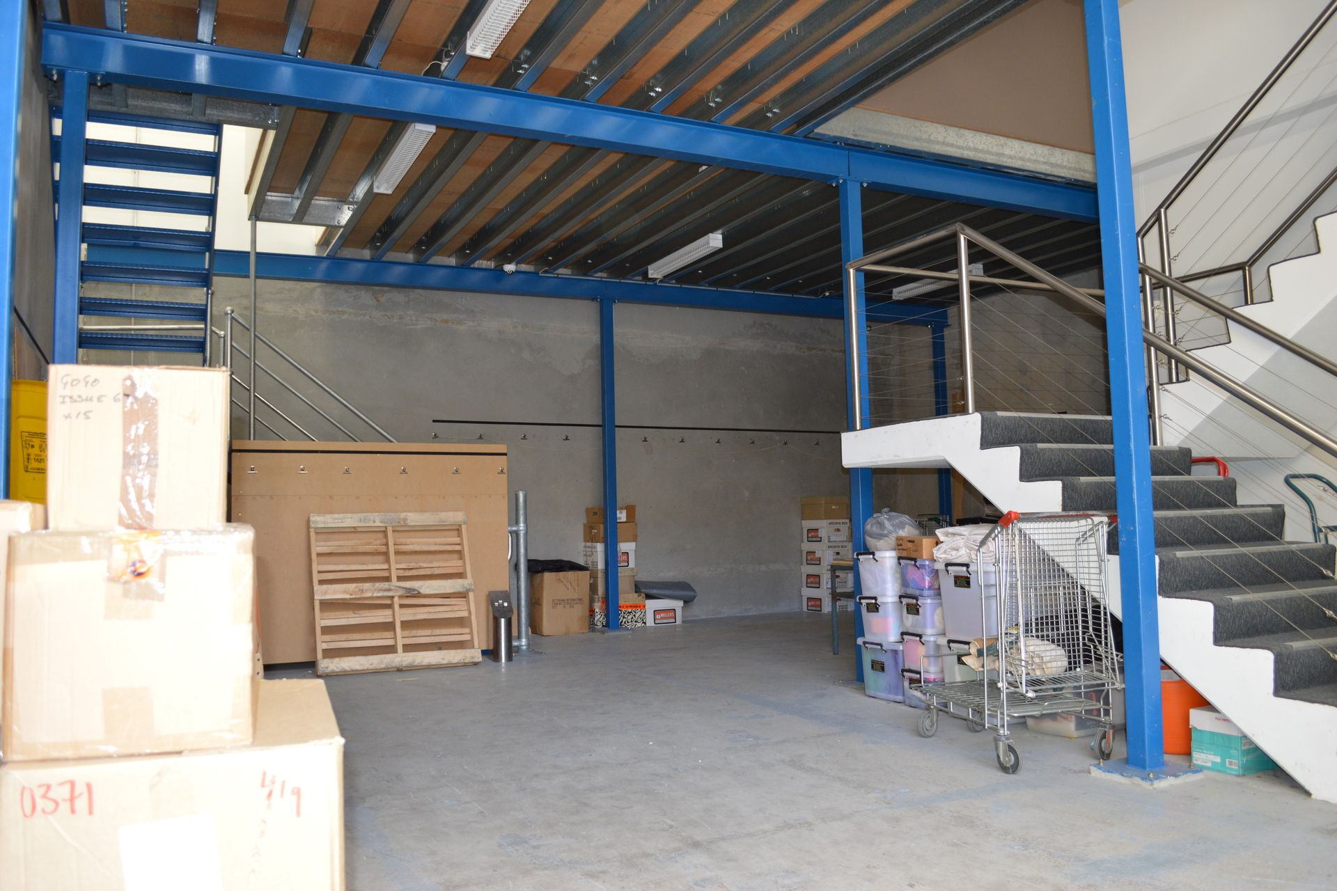 HI- TECH UNIT! WAREHOUSE + OFFICE & MEZZANINE STORAGE!