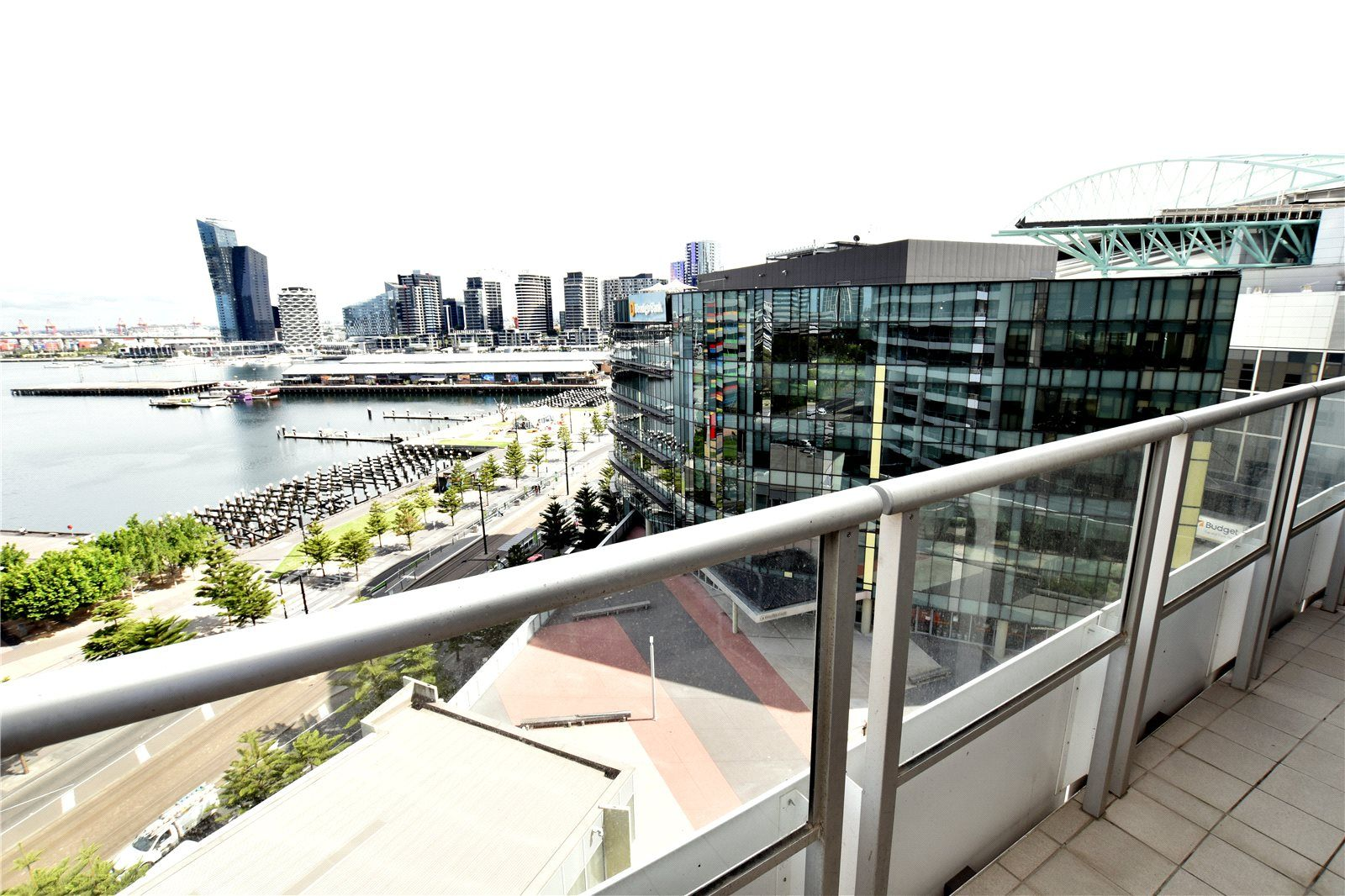Victoria Point: 11th Floor - Gorgeous One Bedroom Plus Study Apartment!