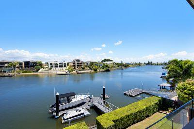 Main River Modern Home Awaits You