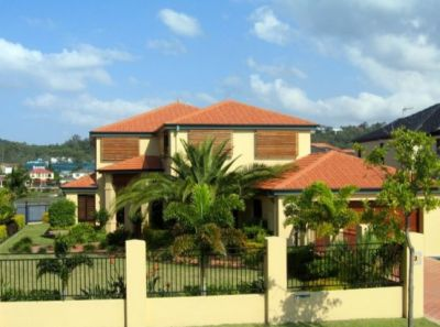Huge waterfront property 2.5 kms to Burleigh Heads Beach!!