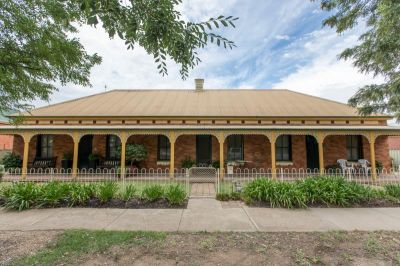 Central Cottage Charm