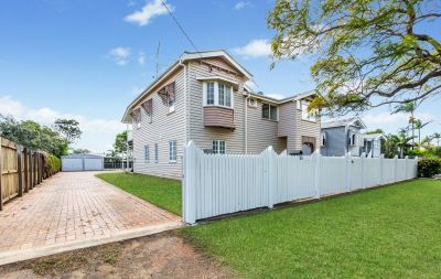 DUAL LIVING QUEENSLANDER WITH PRIVATE YARD & POOL ONLY 2 MINS TO THE CBD!