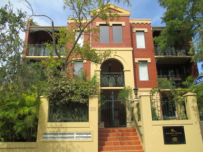 BEAUTIFUL WELL LOVED APARTMENT IN FANTASTIC LOCATION!