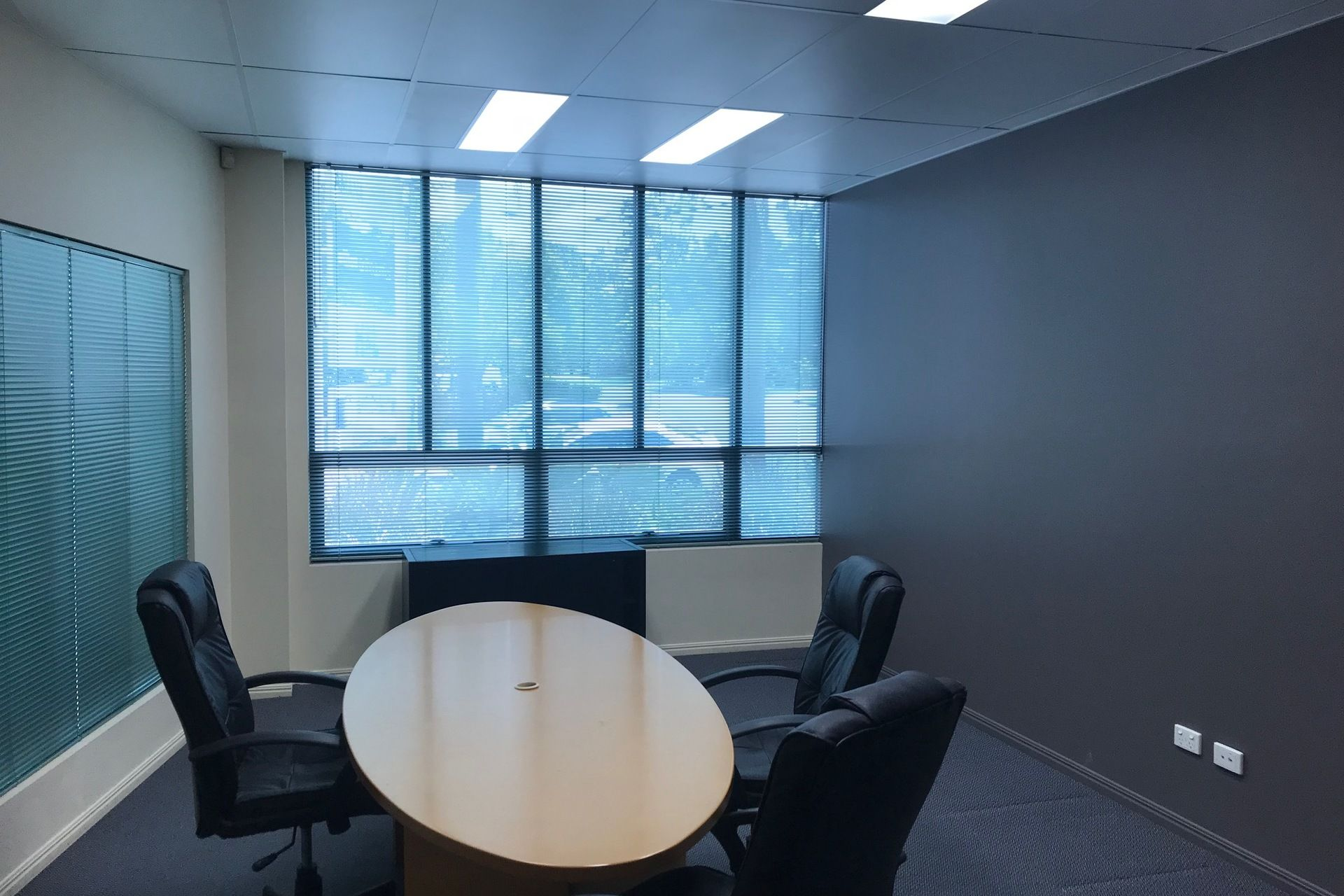 177M2 NEWLY PAINTED OFFICE - ALL REASONABLE OFFERS CONSIDERED!