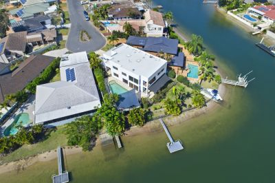 EXECUTIVE WATERFRONT HOME  STUNNING POINT POSITION