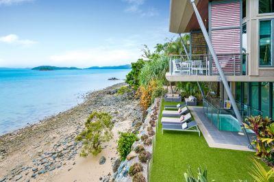Luxury Yacht Club Villa
