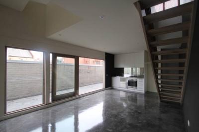 Warehouse Style – Double Storey Apartment