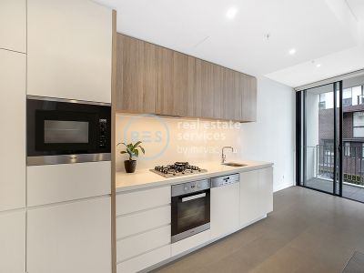 Oversized Apartment with Spacious Balcony in 'Vance', Harold Park