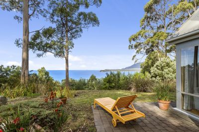 PRIVATE RETREAT WITH UNSURPASSED VIEWS WITH DEVELOPMENT POTENTIAL!