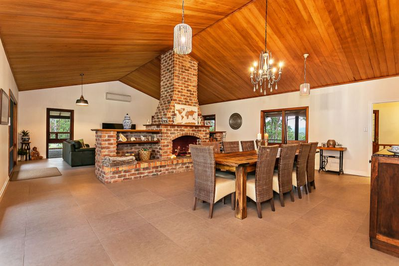 COUNTRY ELEGANCE AT THE TOP OF 'THE SUMMIT'