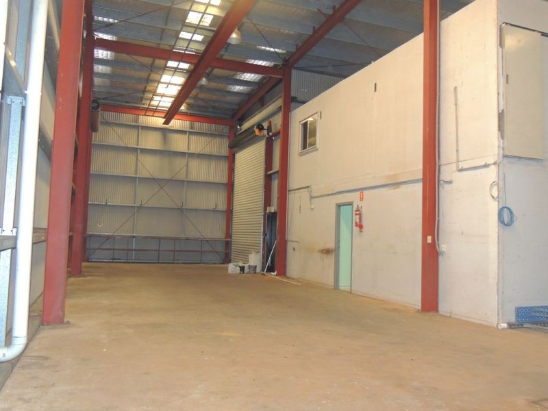 320m2* Warehouse And Office