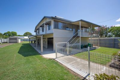 RENOVATED QUEENSLANDER ON 1259M2 BLOCK CLOSE TO EVERYTHING!