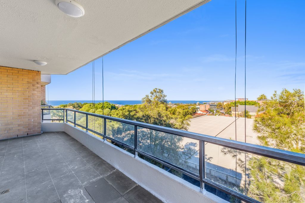 AUCTION PREVIEW - RIPE FOR RENOVATION - STUNNING OCEAN VIEWS!