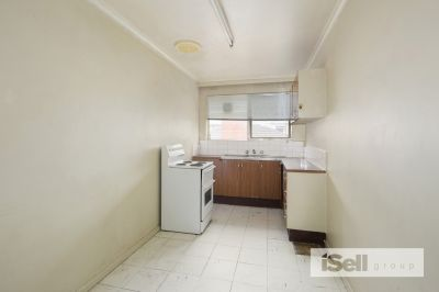 2 Bedroom Flat- Close to COLES super market!
