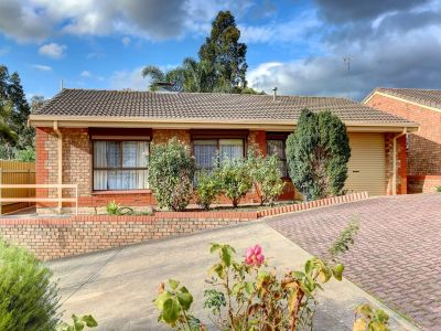 Quiet Court Location – Foothill Views – Loaded With Appeal
