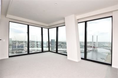 Marina Tower: Gorgeous Two Bedroom Apartment in Docklands!