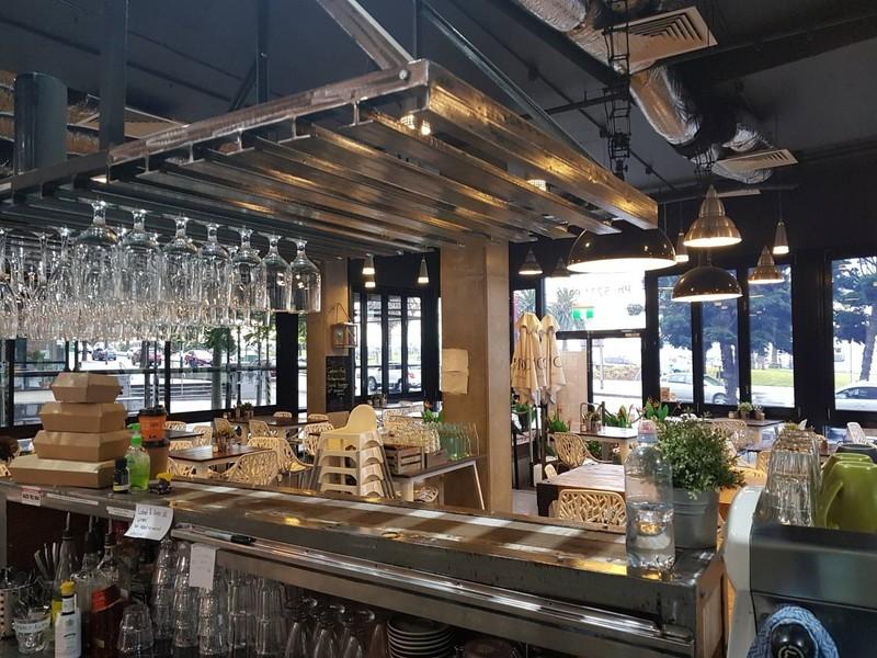 Cafe, Licensed Restaurant, Opposite Beach, The Esplanade Geelong.