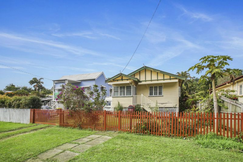 CHARISMATIC & QUAINT HOME IN THE HEART OF NAMBOUR