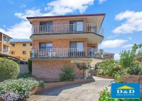 Cosy 2 Bedroom Unit in Great Location. Sunny Balcony. Lock Up Garage. Walk To Harris Park Shops and Station