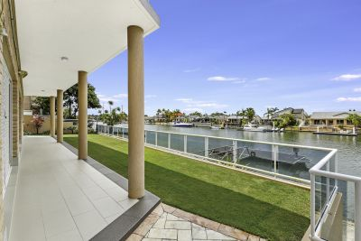 Exceptional Family Residence  Over 21m of wide water