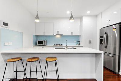 Modern Home In The Heart Of Altona North!