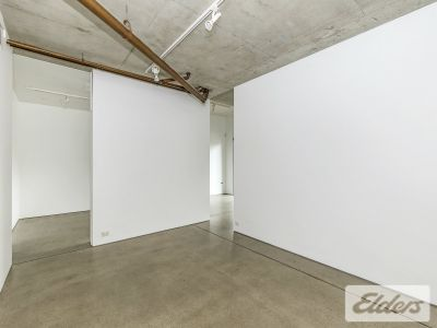 MODERN SHOWROOM/OFFICE OPPORTUNITY WITH HUGE EXPOSURE!