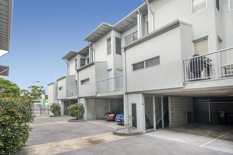 RENOVATED APARTMENT CLOSE TO NEWCASTLE CBD