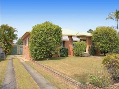 SOLID BRICK HOME IN PRIME LOCATION...BE QUICK!