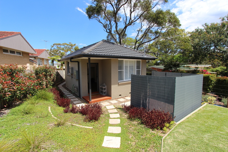 Private 1 Bedroom Modern Granny Flat with Garden