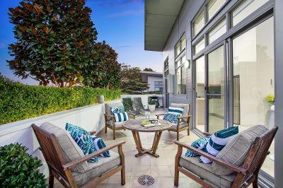 Luxury penthouse with large wraparound garden terrace