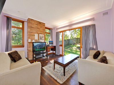 Freestanding High-Ceiling House with Sunny North-facing Backyard only a Short Walk to Hornsby Station and Westfield!