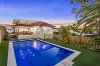 WAVELL HEIGHTS ENTERTAINER - THE EPITOME OF QUEENSLAND LIVING