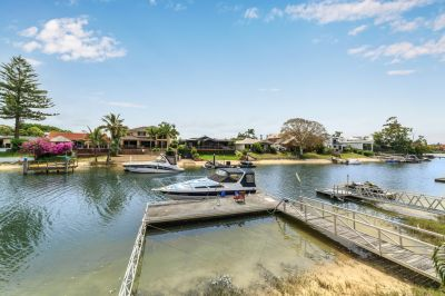 Only 130m to Main River & A Park Across the Road