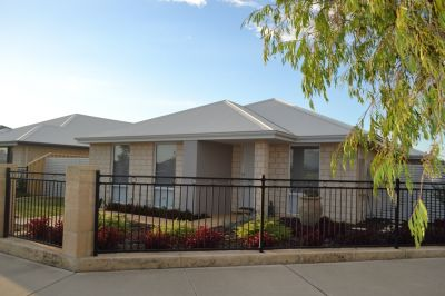 FAMILY HOME ACROSS FROM PARK & CLOSE TO SCHOOL – IDEAL LOCATION