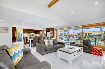 Resort-like Family Entertainer on the Waterfront