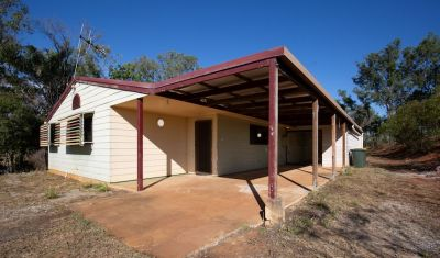 PRIVATE 3.2 ARCE PROPERTY WITH SHEDS & HUGE OUTDOOR AREA!