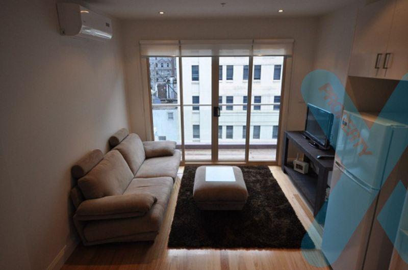 Fully Furnished Split Level Apartment!