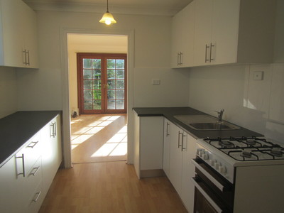 LOVELY 3 BEDROOM HOME CLOSE TO NEWTOWN PLAZA AND STATION