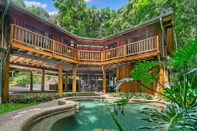 Stunning Chris Vandyke Pole Home