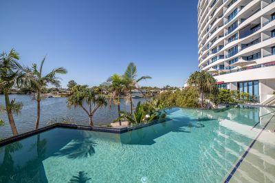 Top Floor Apartment - North Facing with Ocean Views