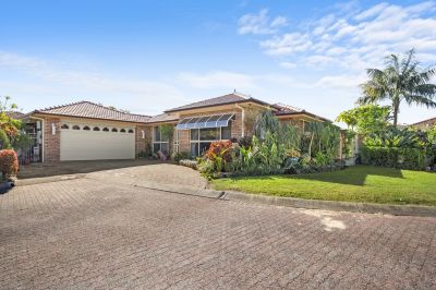 Beautifully Maintained Family Home in Quiet Street with Pool!