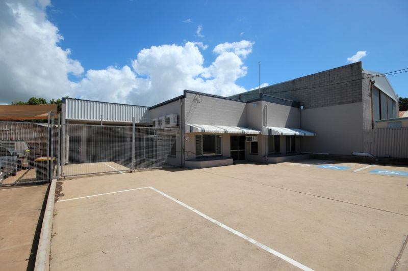 Immaculate office warehouse  close to CBD & Townsville Port