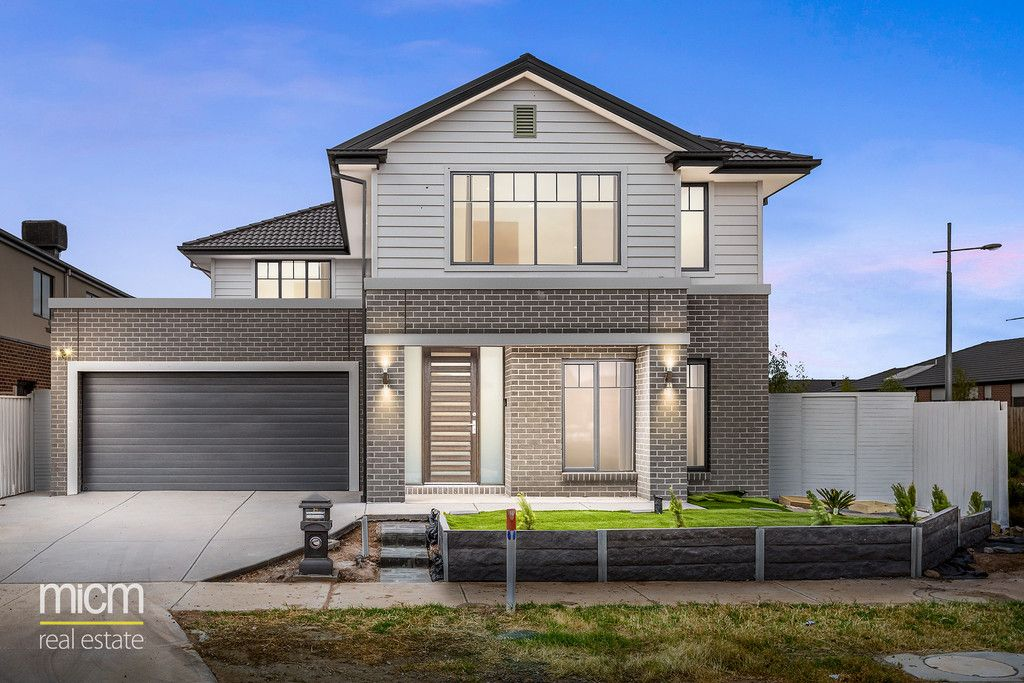 Brand-New Executive Metricon Luxury with Free-Flowing Indoor/Outdoor