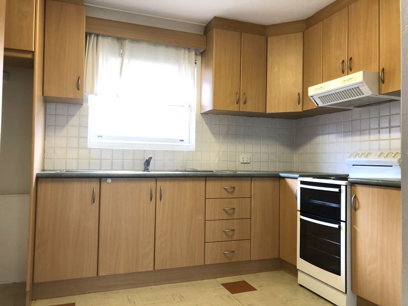 JUST LISTED - Spacious 2 bedroom Apartment on Top Floor