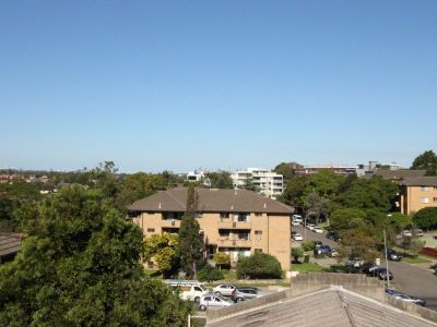 2 BEDROOM APARTMENT NEAR TOP RYDE SHOPPING CENTRE WITH LOCK UP GARAGE