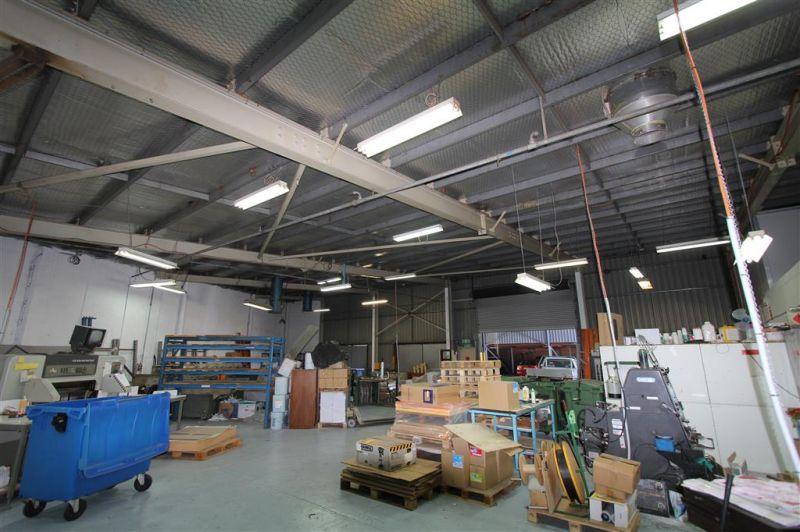 LEASED BY KYLE DEWEY & DAMEN ASTEY - 445m² Quality Industrial Unit