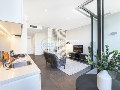 Pristine contemporary studio with balcony a stroll to Tramsheds