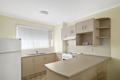 FULLY FURNISHED ONE BEDROOM TOWNHOUSE!